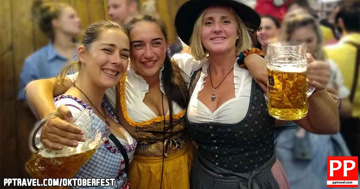 Munich Oktoberfest girls in traditional clothing