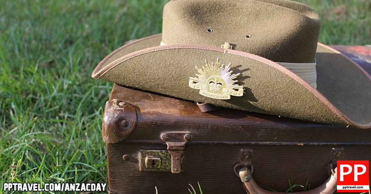 Men left Australia for Gallipoli with a suitcase and their slouch hat with the Rising Sun badge also known as the General Service Badge.
