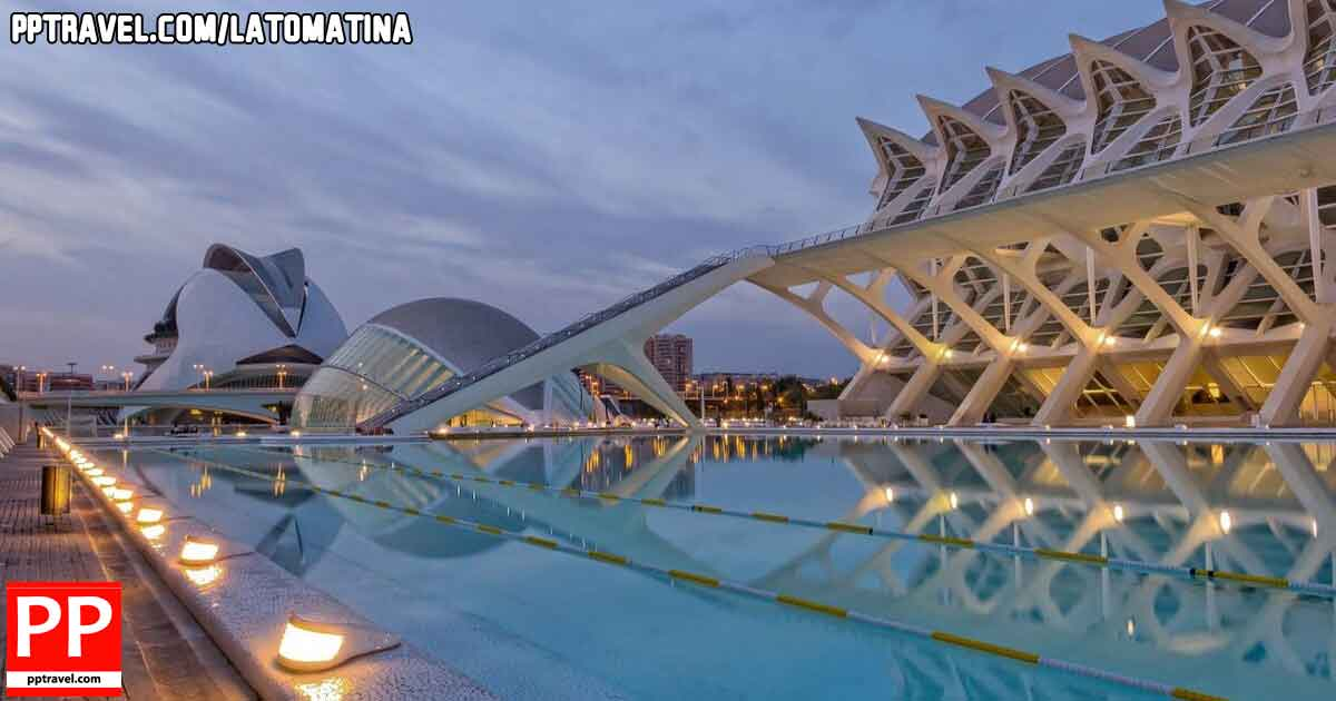 Built in the old river bed the Ciudad de las Artes y las Ciencias, City of Arts and Sciences is Valencia must see